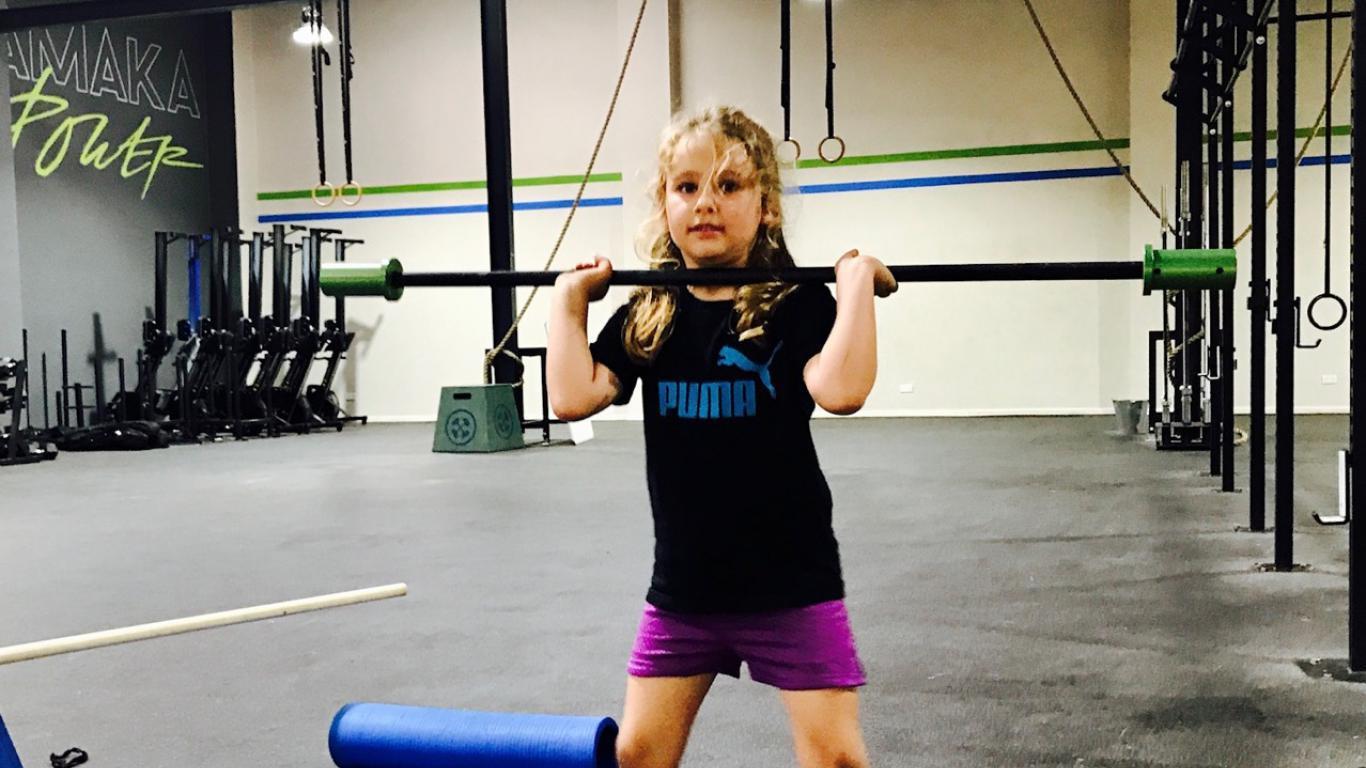 ¿Limita las pesas el crecimiento a los niños?